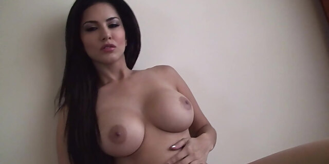 babe,beauty,brunette,compassionate,cute,face,gorgeous,indian,pornstar,posing,solo,sunny leone,tease,tits,