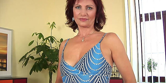 couch,dildo,fingering,fucking,gilf,masturbating,mature,natural tits,pussy,solo,tits,toys,white,